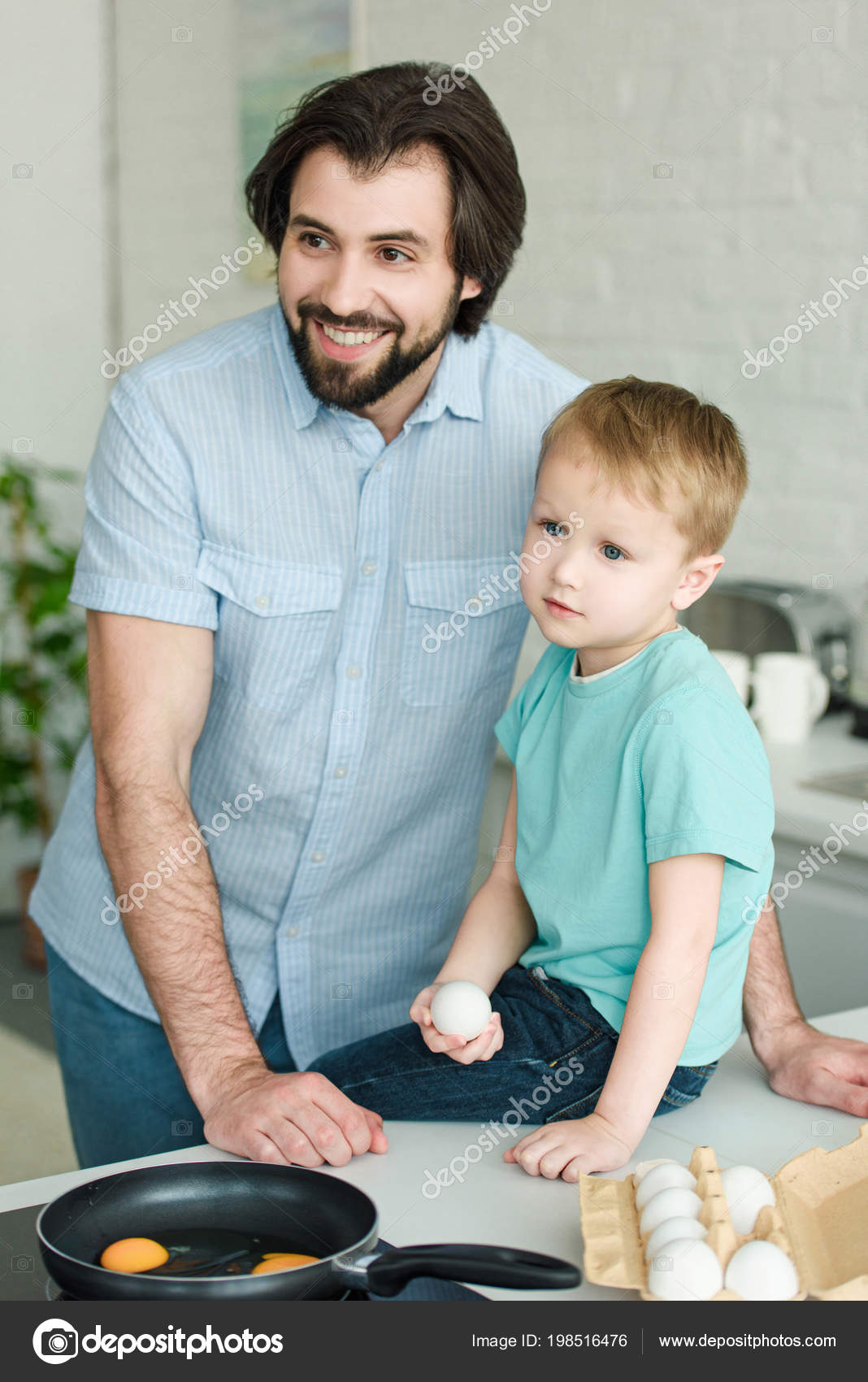 Portrait Smiling Father Little Son Raw Egg Hand Kitchen Home — Stock ...