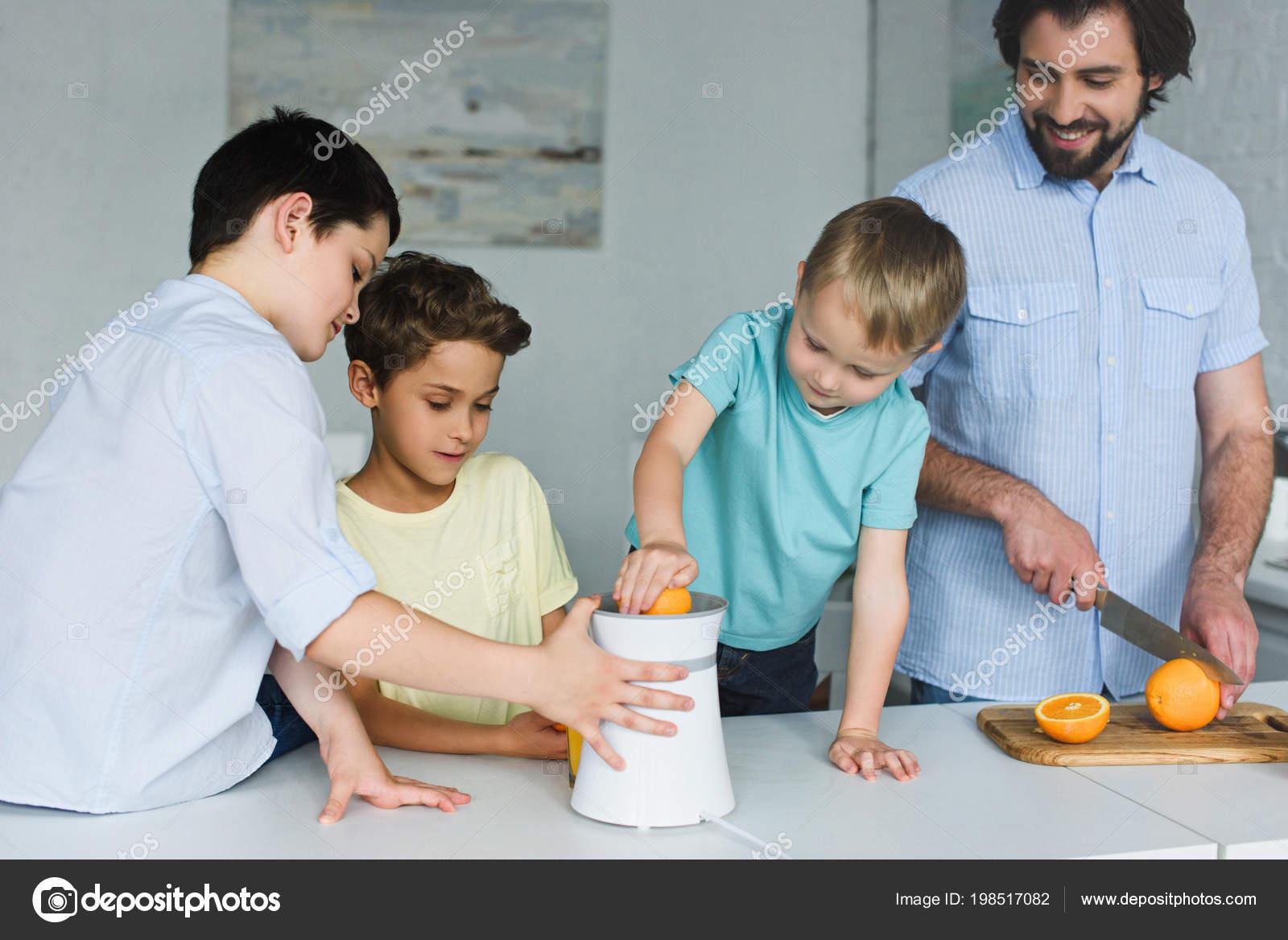 Portrait Father Sons Making Fresh Orange Juice Kitchen Home — Stock ...