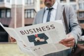 Fotografie oříznutý pohled podnikatel čtenářský deník podnikání ve městě