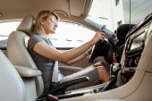 Fotografie low angle view of attractive businesswoman driving car