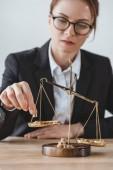 obchodní poradce uvedení přesné váhy váhy v úřadu