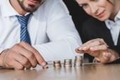 körülvágott kép az üzleti tanácsadók egymásra office táblázat érmék
