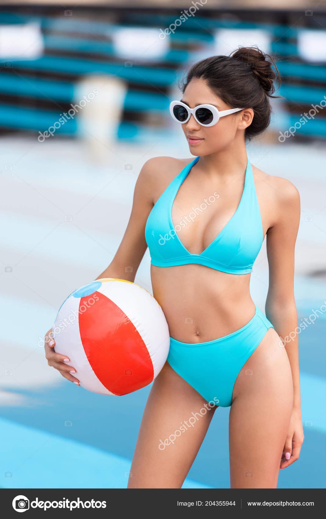 55ed7e765e869 Красивая Девушка Бикини Солнцезащитные Очки Надувной Мяч Бассейна ...