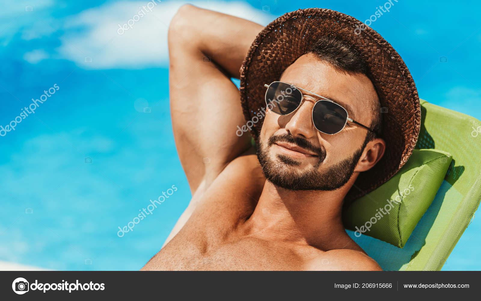 miglior prezzo varietà di disegni e colori qualità eccellente Uomo Bello Occhiali Sole Cappello Paglia Sole Sui Lettini ...
