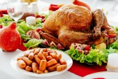 Photo selective focus of served table with baked turkey and carrots for thanksgiving dinner