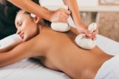 Fotografie atraktivní žena léčeni v centru masáže
