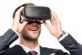 Fotografie lächelnde junge Geschäftsmann mit virtual-Reality-Kopfhörer isoliert auf weiss