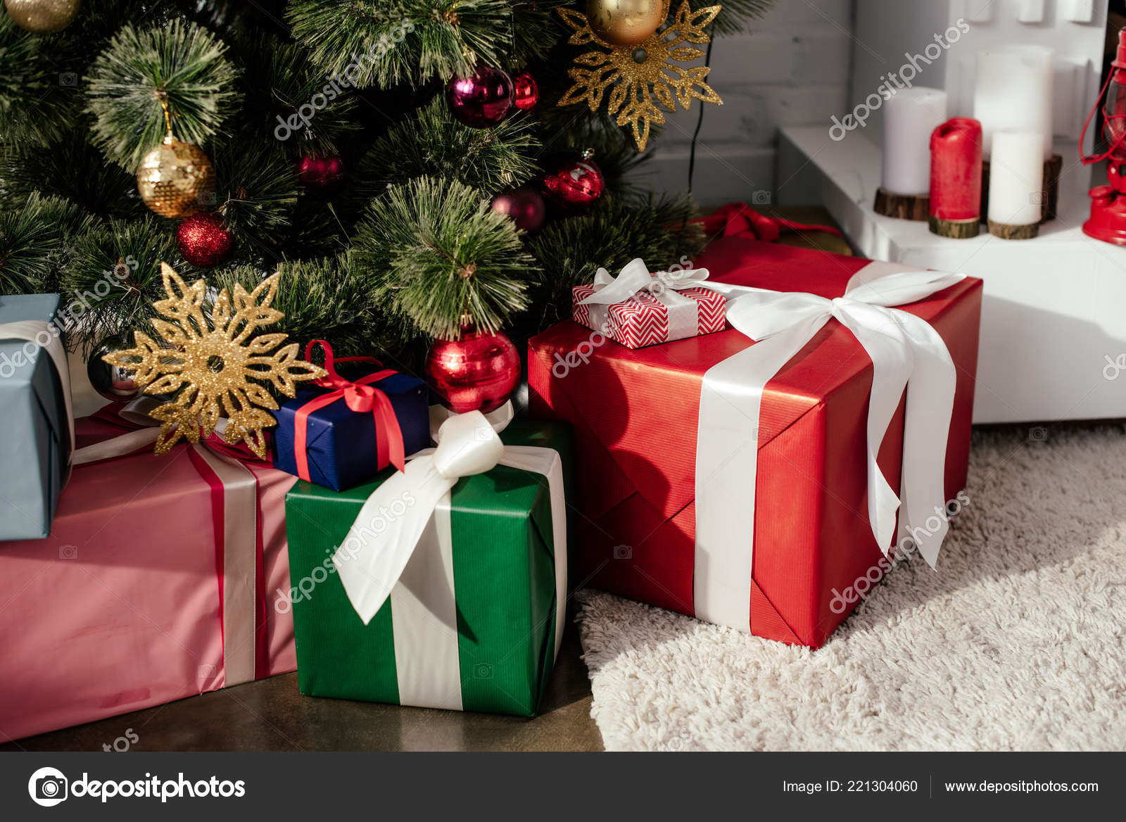 Gift Boxes Christmas Tree Baubles Room — Stock Photo