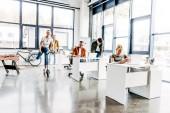 Skupina mladých progresivních podnikatelů pracuje na spuštění dohromady moderní otevřený prostor úřadu