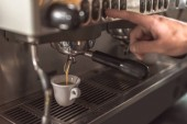 Fotografie cropped shot of barista preparing coffee with coffee machine in restaurant