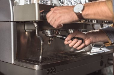 cropped shot of barista using coffee machine in restaurant