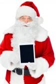 Weihnachtsmann präsentiert digitales Tablet mit Kopierraum isoliert auf weiß