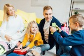 Photo happy family having great time and packing for winter holidays