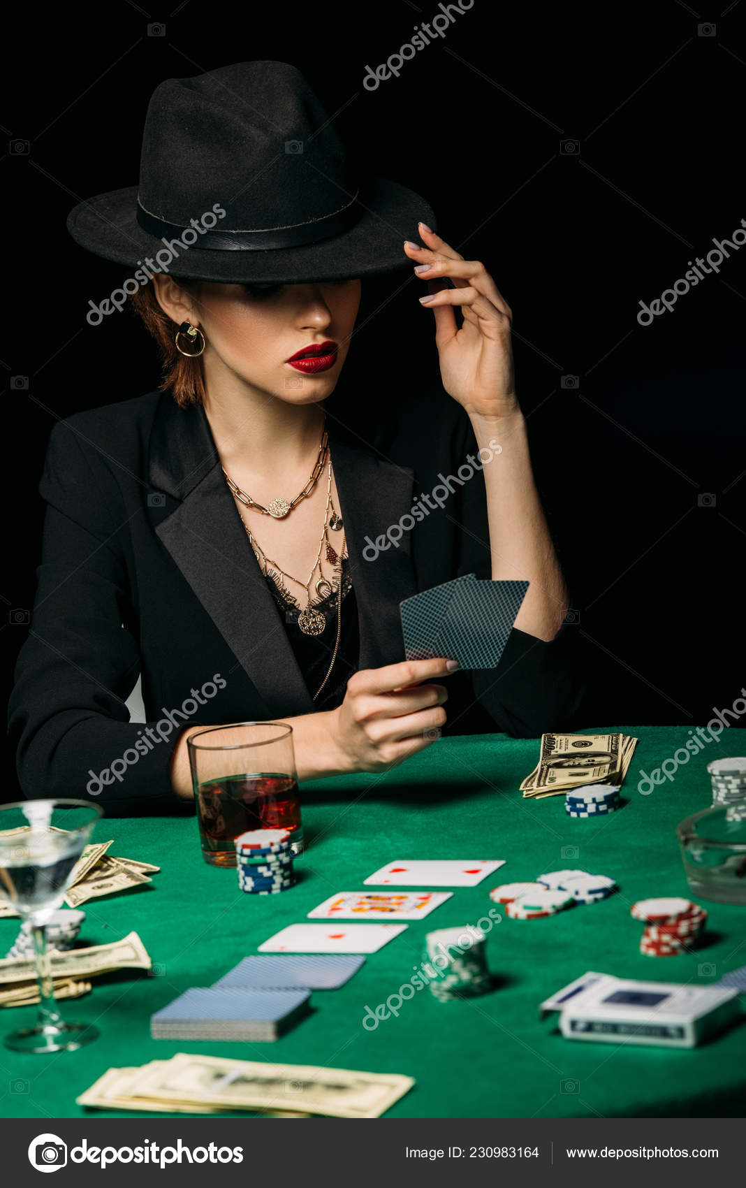 На что играть карты с девушкой real casino online paypal