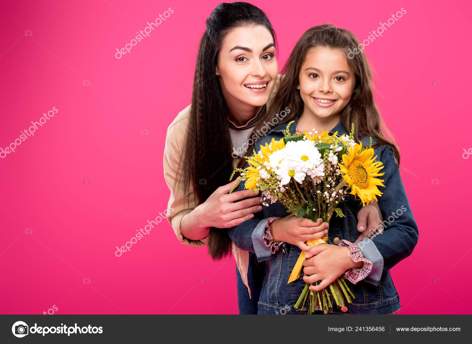 006957fd7a Happy mother and daughter holding beautiful bouquet of flowers and smiling  at camera isolated on pink — Photo by ...