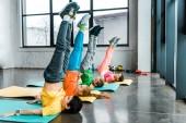 Fényképek Gyertyatartó feladatot edzőteremben preteen gyermekek