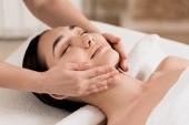 Fotografie Frau immer Gesicht mit geschlossenen Augen im Spa massage