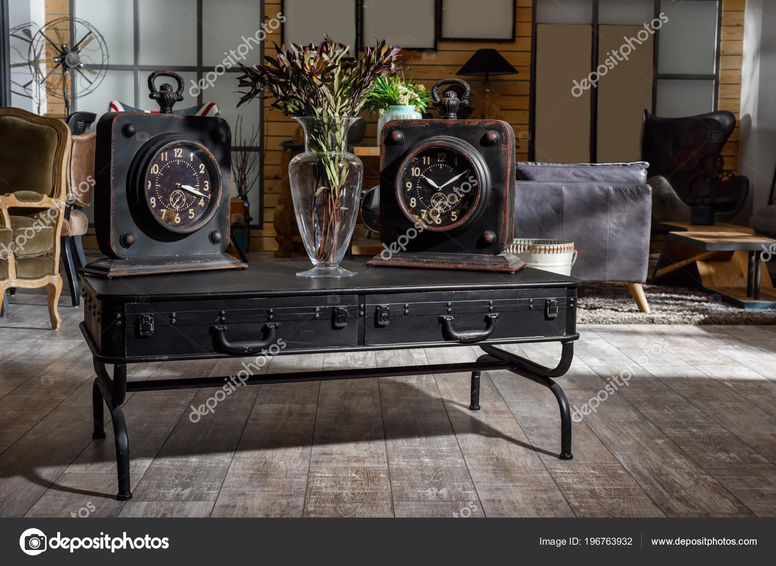 Uhren Wohnzimmer | Inneren Gestylt Modernen Retro Wohnzimmer Mit Zwei Uhren Und