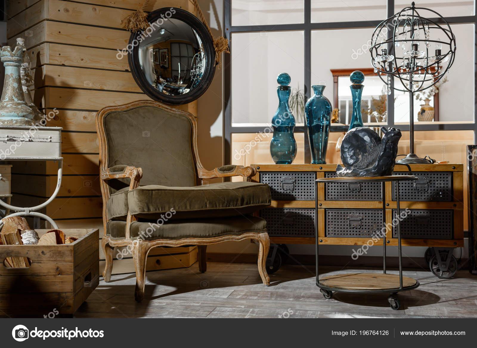 Interieur Van Moderne Retro Stijl Woonkamer Met Fauteuil Tafel ...