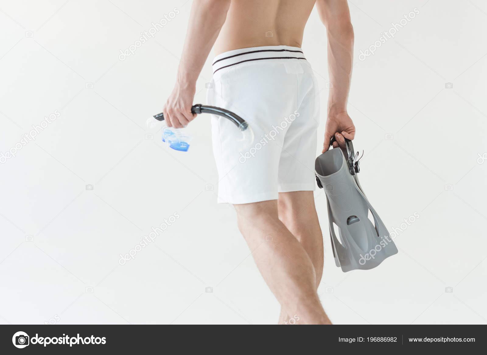 Costumi Da Bagno Bianco Uomo : Vista parziale dell uomo costume bagno che tiene maschera pinne