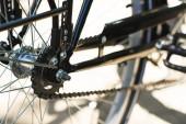 Detailní pohled na jízdní kolo a řetěz, Selektivní ostření