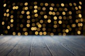 Photo empty wooden surface and beautiful golden bokeh background