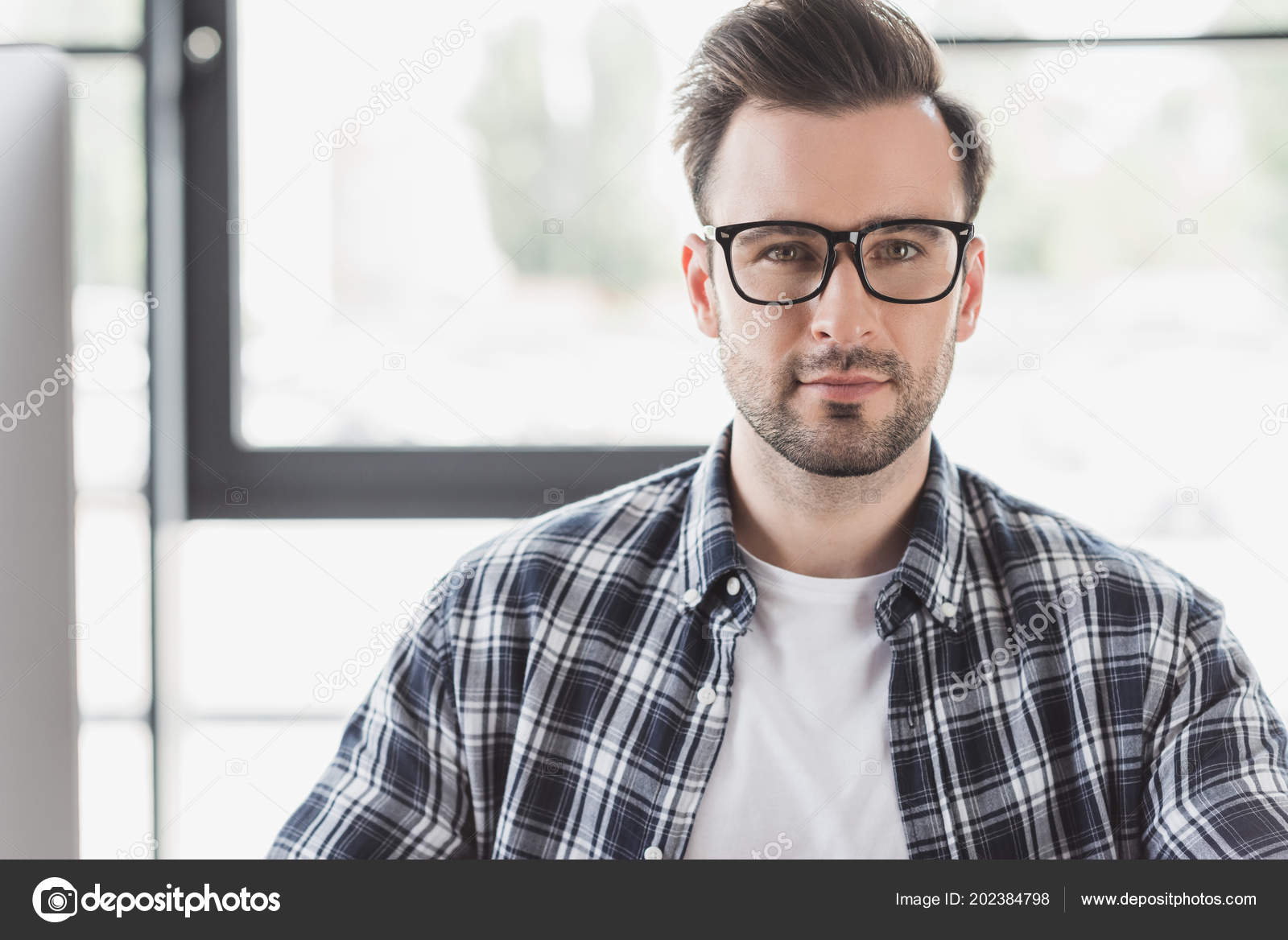 9a7475dc159 Portrait Handsome Young Man Eyeglasses Looking Camera — Stock Photo ...