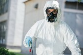 Fotografie portrait of pest control worker in respirator looking at camera