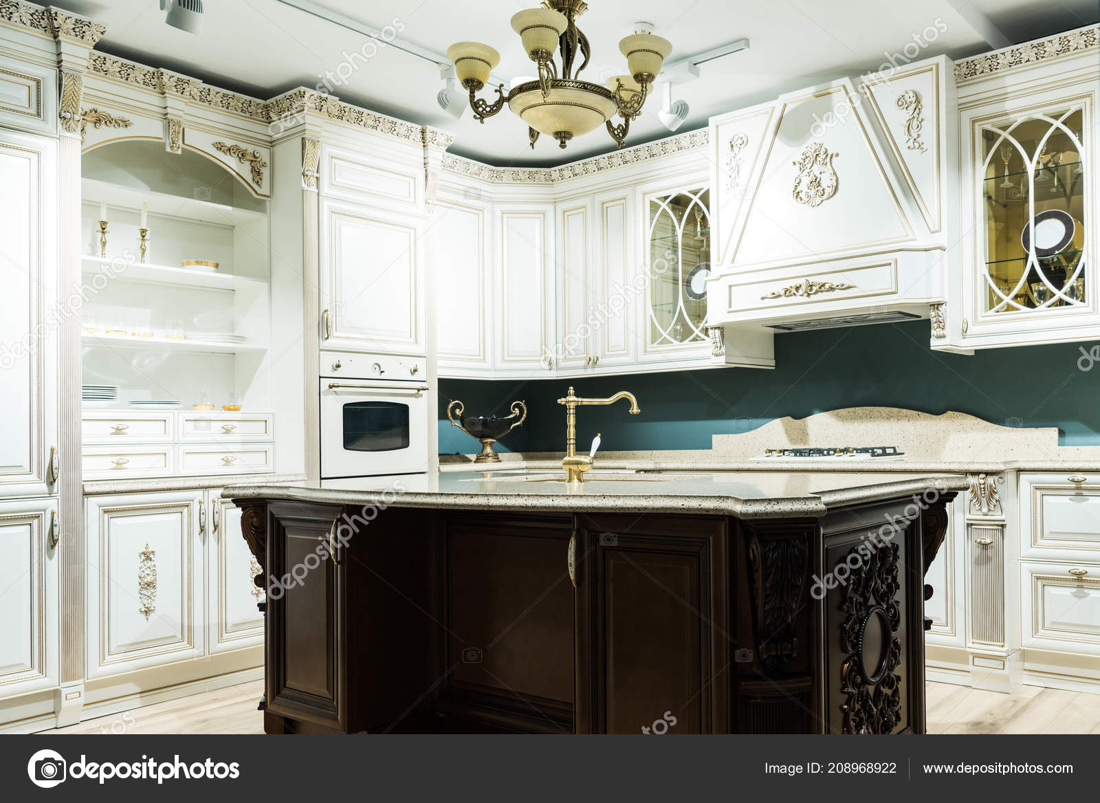 Interiore Della Cucina Moderna Con Arredamento Confortevole Legno ...