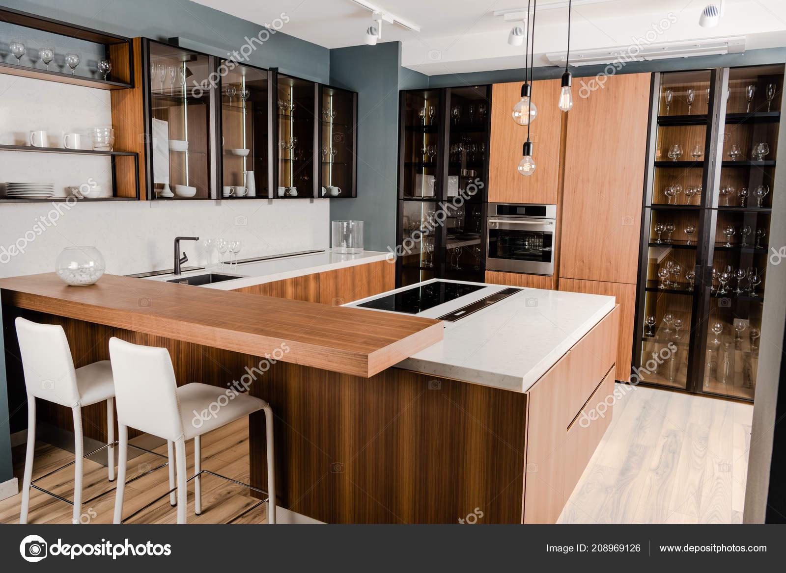 Wnętrze Luxury Drewniane Kuchnia Wygodnymi Meblami Wiele