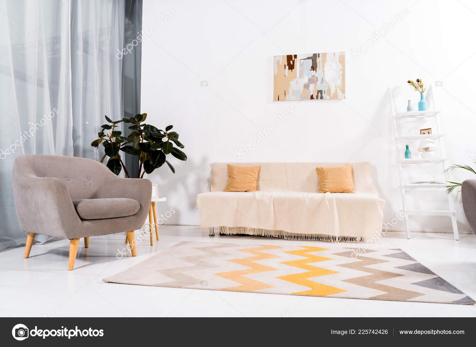 Selektiven Fokus Des Modernen Wohnzimmer Mit Teppich Couch Und ...