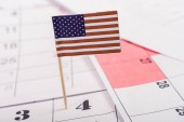 Photo selective focus of american flag marking number 4 on calendar