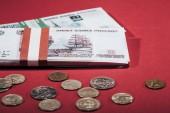 piros orosz rubelt érmék és bankjegyek kiadványról