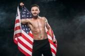 vidám sportoló gazdaság amerikai zászló, fekete füst