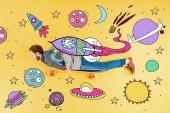 pohled na muže s dlouhou hrací desku ležící na žlutém pozadí s prostorou ilustrace