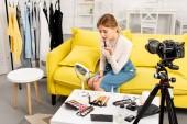 szépség blogger alkalmazása rúzs előtt videokamera