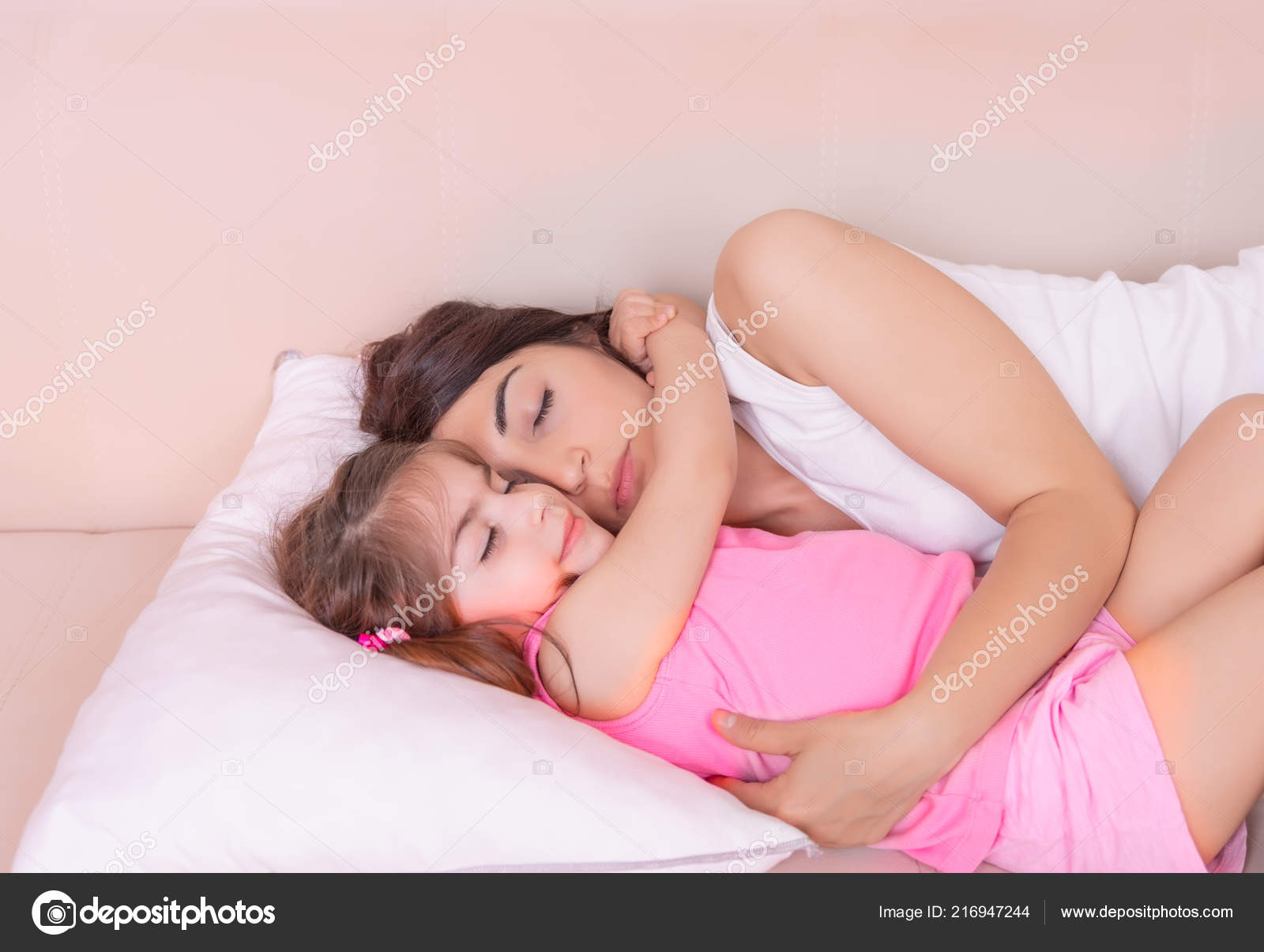 Mother daughter nude sleeping — photo 14