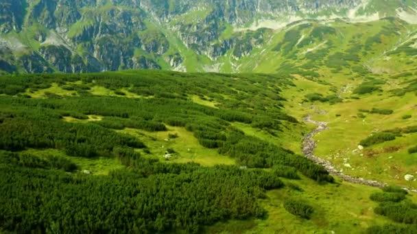 Údolí pěti jezer v tatraských horách, v Polsku, 10bitová barva nebo DJI barevný Lút