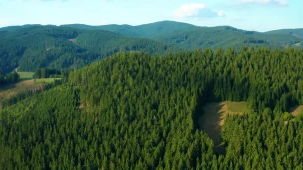 vzdušný výhled na hory v velke Karlovicích Beskydy Czech, tento klip je k dispozici ve dvou různých odstuptech, 10bitová barva nebo DJI barevný Lút