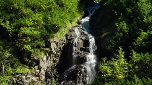 Vodopád v horách, cáry hory, Slovensko