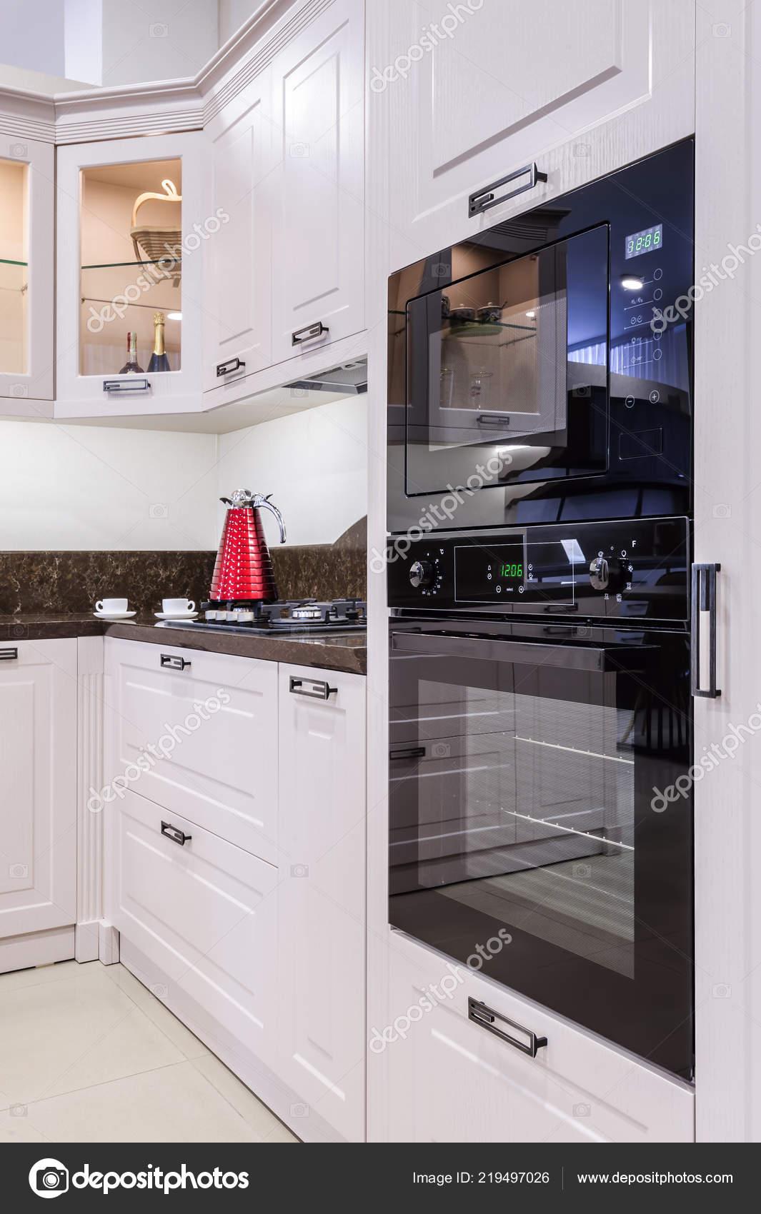 Luxus modern Beige Küche Interieur — Stockfoto © starush #219497026