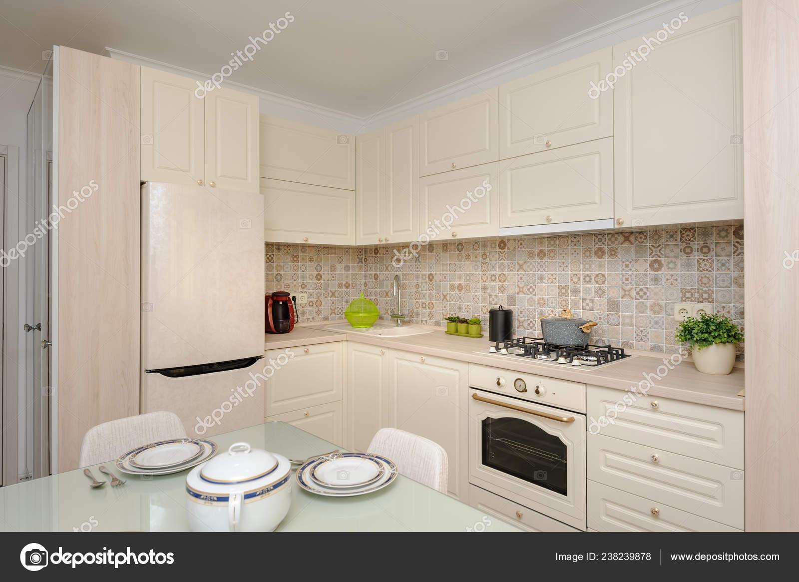 Fantastisch Moderne Beige Gefärbt, Küche Und Esszimmer U2014 Stockfoto