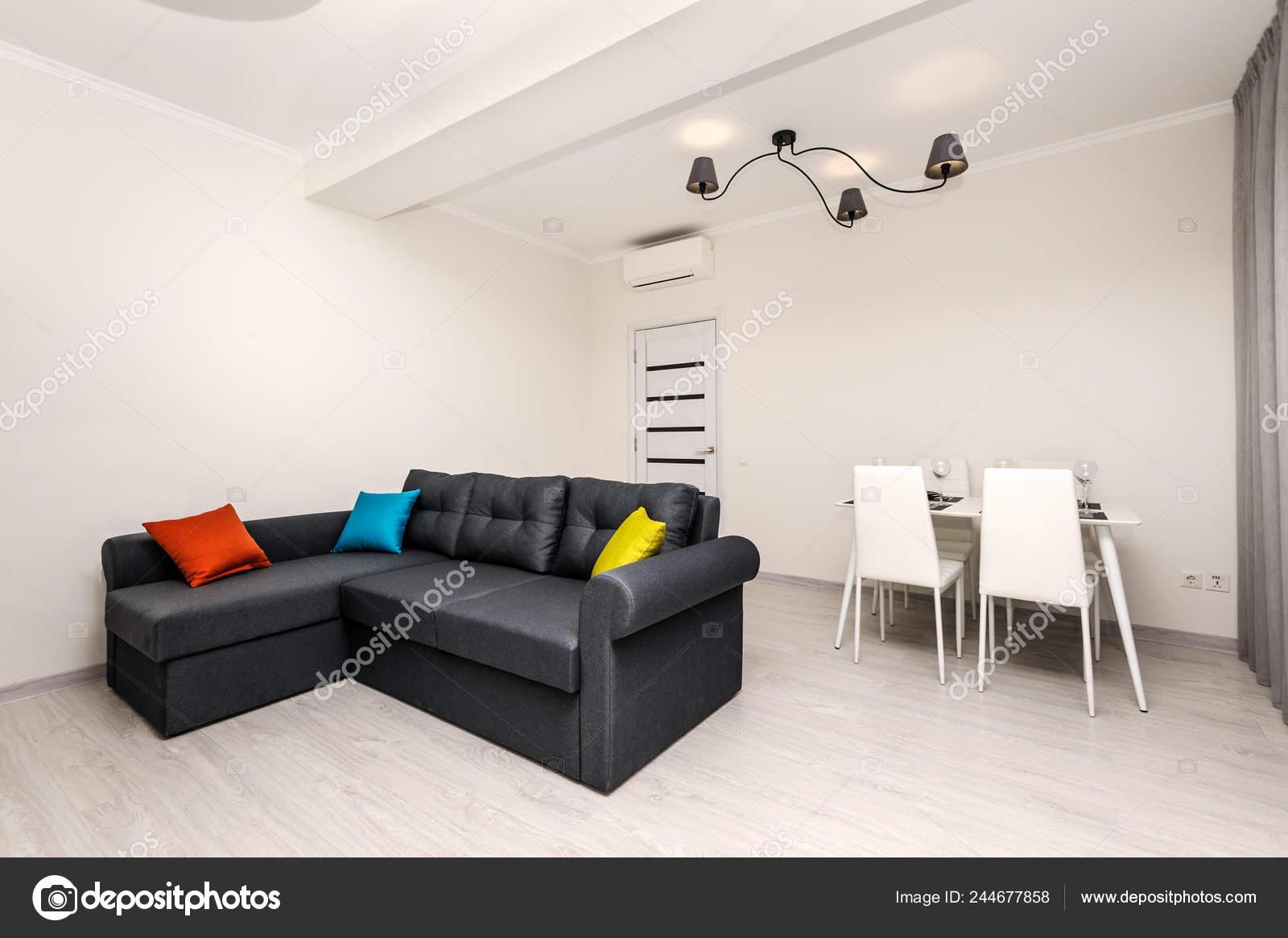 Salon moderne gris et blanc intérieur — Photographie starush ...