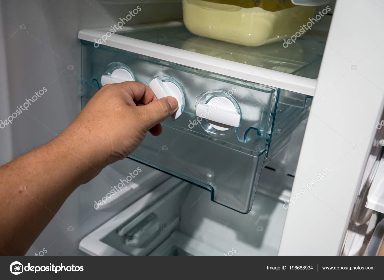 Geschlossen Bis Mann Hand Verdrehen Fur Eis Aus Der Eismaschine