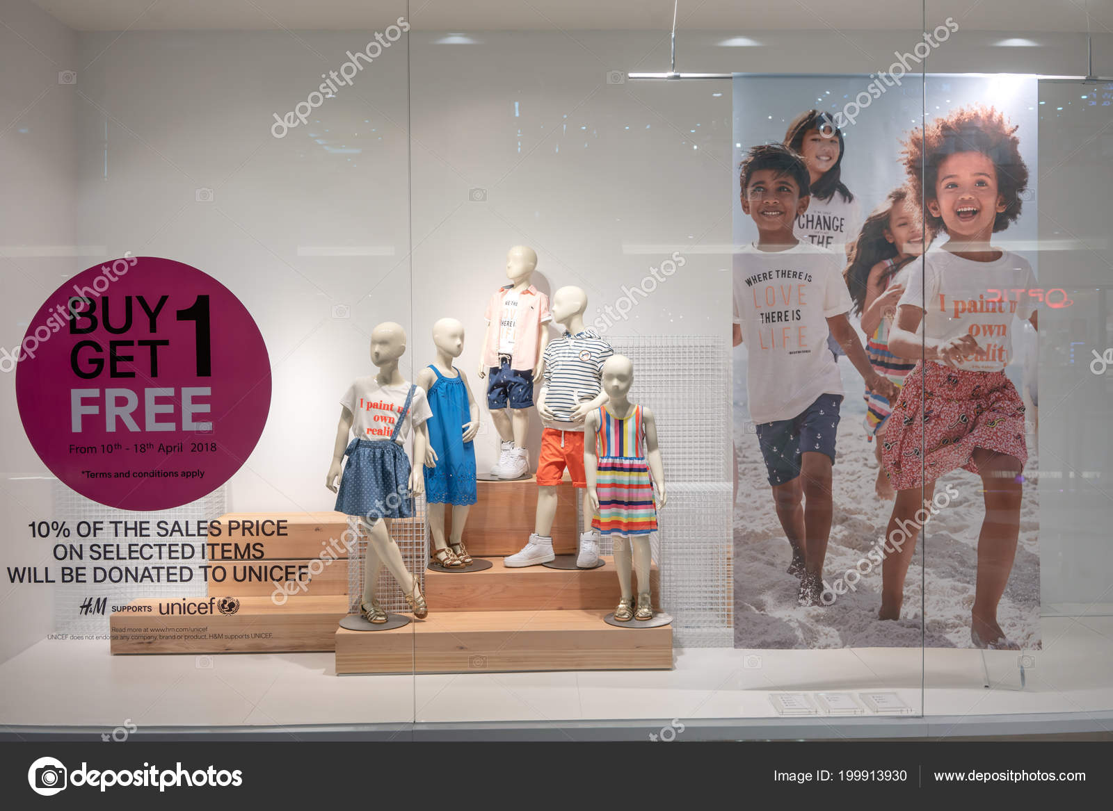Shop Mega Bangna Bangkok Thailand Apr 2018 Fashionable Kids
