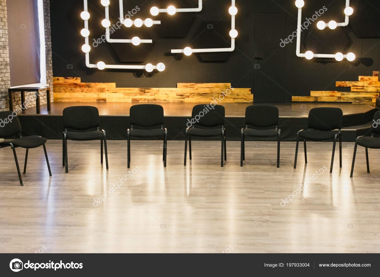 Salón Para Clase Creativa Arreglan Sillas Tiro Horizontal Enmarcado ...