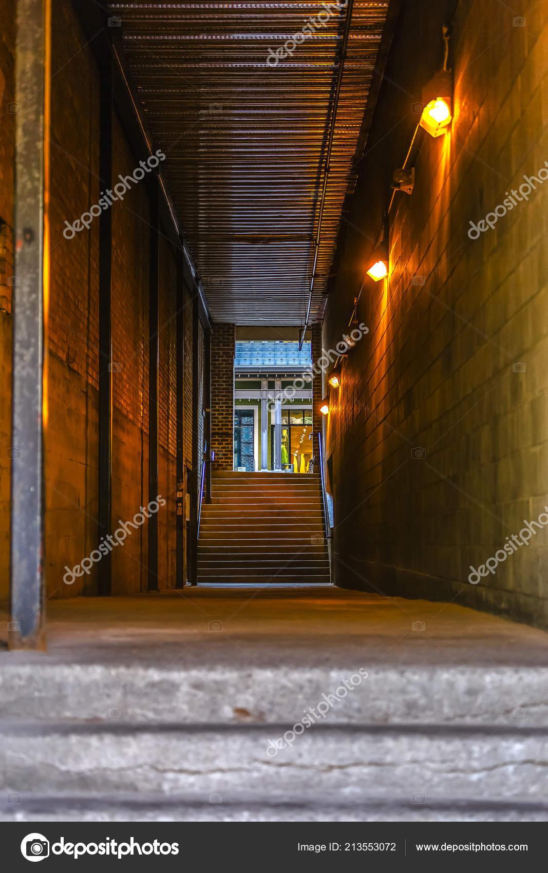 Chemin De La Ruelle Entre Batiments Au Centre Ville De