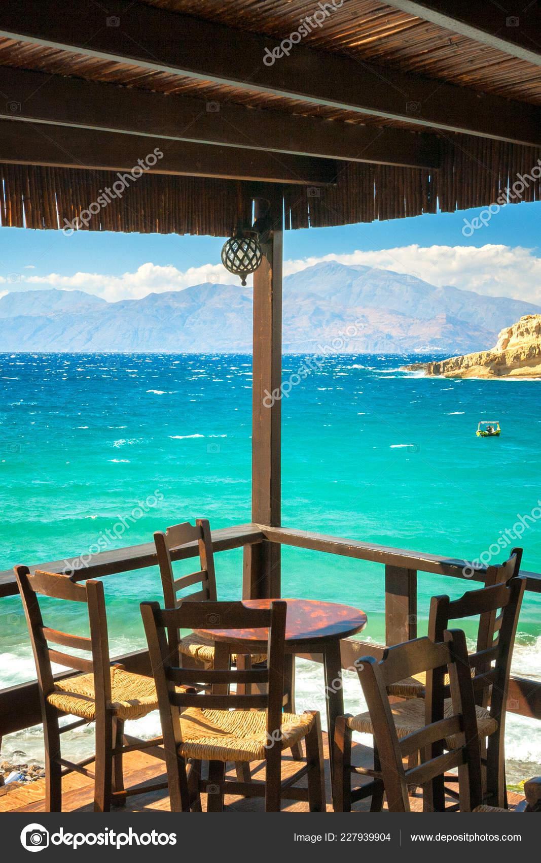 Mesa Terraza Del Restaurante Barrio Matala Playa Isla Creta