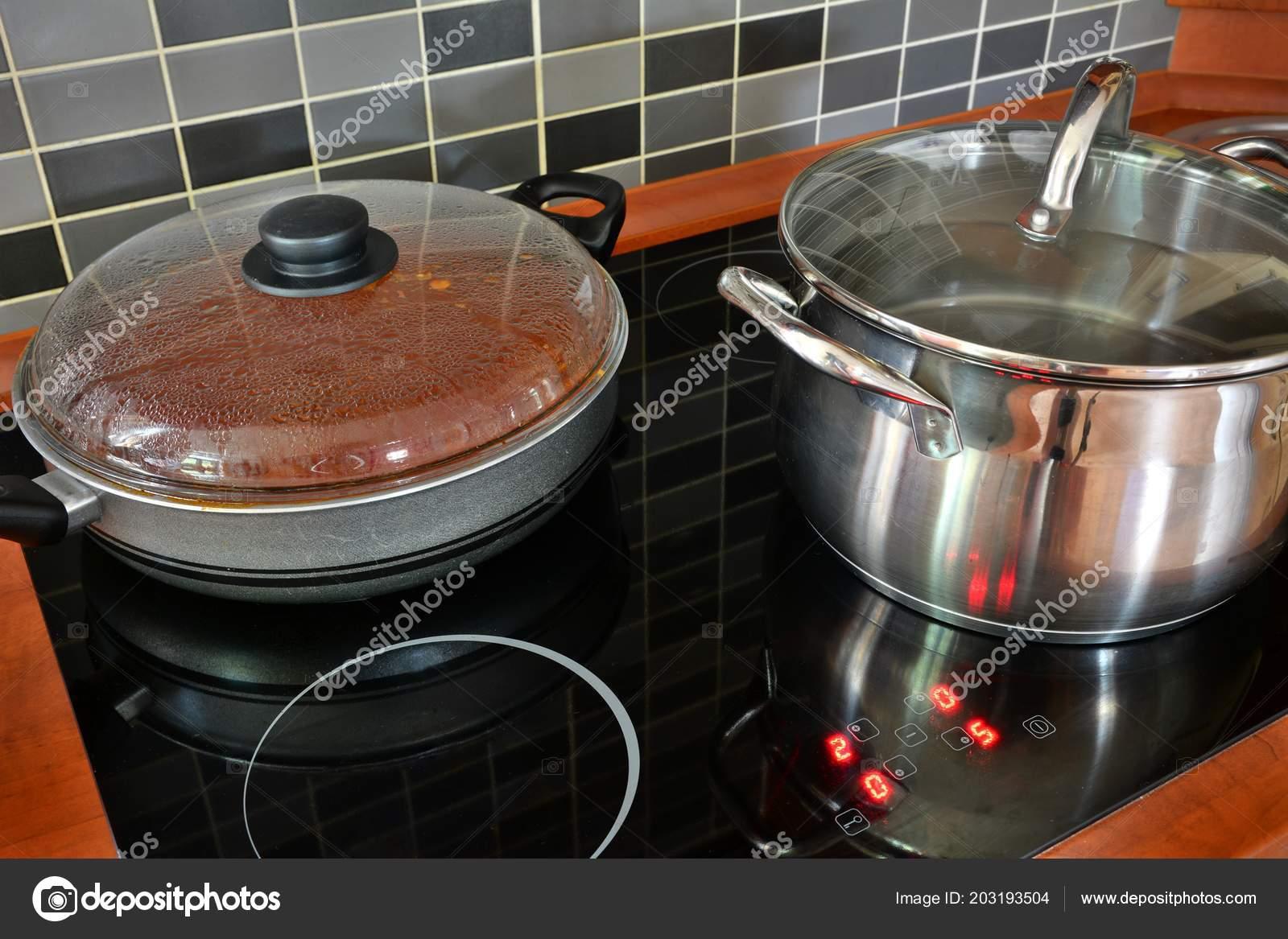 Schwarze Küche Induktionskochfeld Mit Edelstahl Topf Und Pfanne