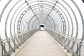 alagút, gyalogos híd az út túloldalán